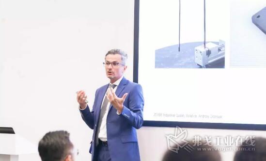 蔡司全球产品高级总监 Andrzej Grzesiak先生