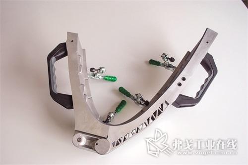 图1  精密铝制工具不但要具有复杂的压花内表面,同时还要满足对表面粗糙度和精度的严苛要求