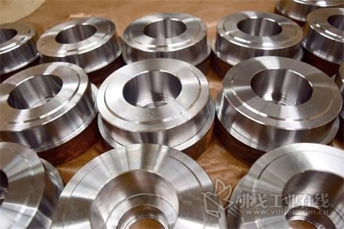 图4 在VL 4车床上可以对很多不同类型的零部件进行各种车削和钻孔加工