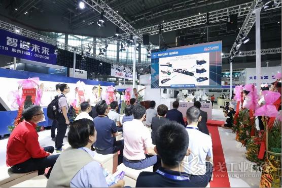 切管产品中心罗贵长总经理宣讲第四代全自动激光切管机亮点与优势