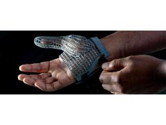 捷豹路虎推出3D打印手套 保护流水线工人免受肌肉骨骼疾病困扰