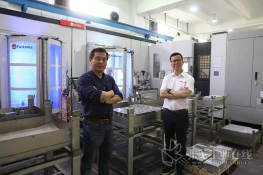 深圳市桑特液压技术有限公司董事总经理张法林先生(左)与Fastems芬发自动化(上海)有限公司总经理丁永平先生(右)