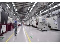 动力总成生产现场机器人组实现上下料全自动化