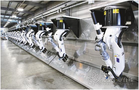 图2 Genesis集团公司的Robopogo零部件定位夹紧系统使用了多个关节机器人,是航空航天工业领域中理想的大型零部件定位、装夹系统