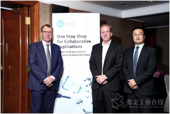 OnRobot公司首席执行官Enrico Krog Iversen先生(左)、新任亚太区总经理James Taylor先生(中)以及新任中国区总经理王峰先生(右)