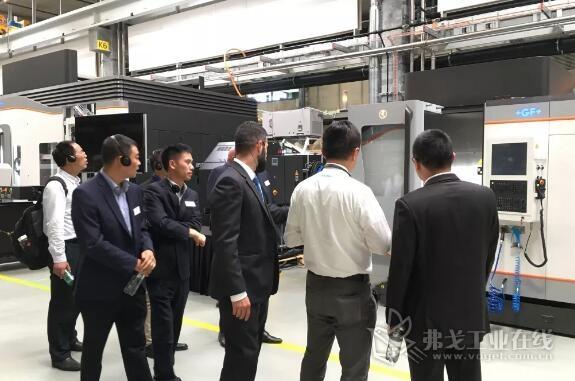 来自中国、美国、欧洲及其他地区的全球代表团和媒体代表分组也参观了比尔新工厂的整体风貌