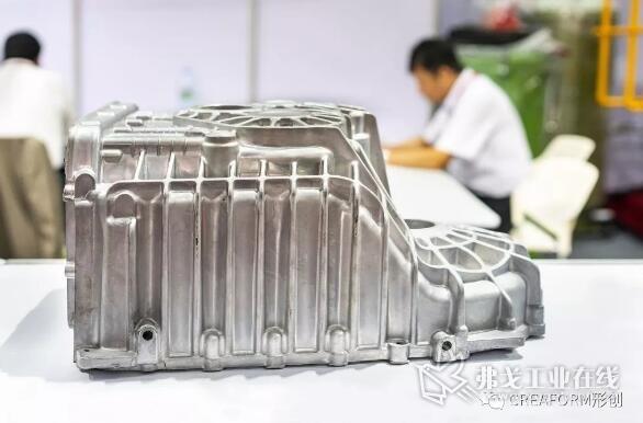 加工前的汽车或车辆的铝合金凹槽曲轴箱发动机部件,由高压压铸工艺制成