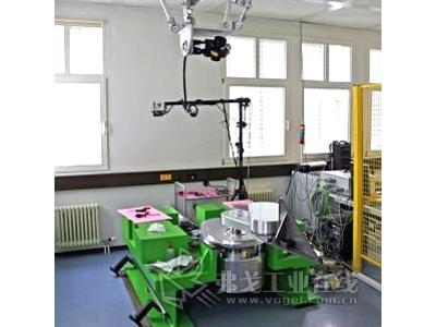 API跟踪仪用于校准真空室中的搬运机器人