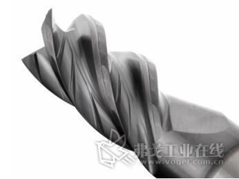 创新设计的容屑槽减少了切削力,并支持高效的切屑排出