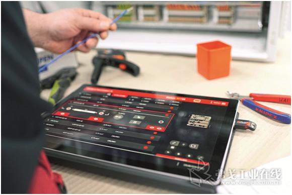 图3 Eplan公司开发的Samrt Wiring显示仪可以一步步显示导线的布线连接过程 ——包括在移动终端上显示布线连接过程