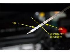 如何正确检查发动机中的机油量?从机油尺处向外窜气是怎么回事?