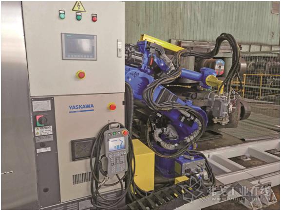 西门子技术支持的轧辊补油机器人