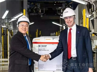 12月17日,巴斯夫在上海化工区的全新世界级抗氧化剂装置二期正式投产。该装置的二期工程包括用以生产抗氧化剂 Irgafos® 168和 Irganox® 1076的合成装置。随着二期工程竣工,该装置的年产能将达到42,000吨,主要服务中国客户。