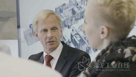 "Bernhard Böttigheimer, EMAG Systems 公司总经理:""对于完整交钥 匙生产方案的需求正在不断增长。对于这项任务,我们可以提供全方位的 专业知识与技术。"""