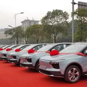 首批20台 爱驰汽车U5完成集中交付